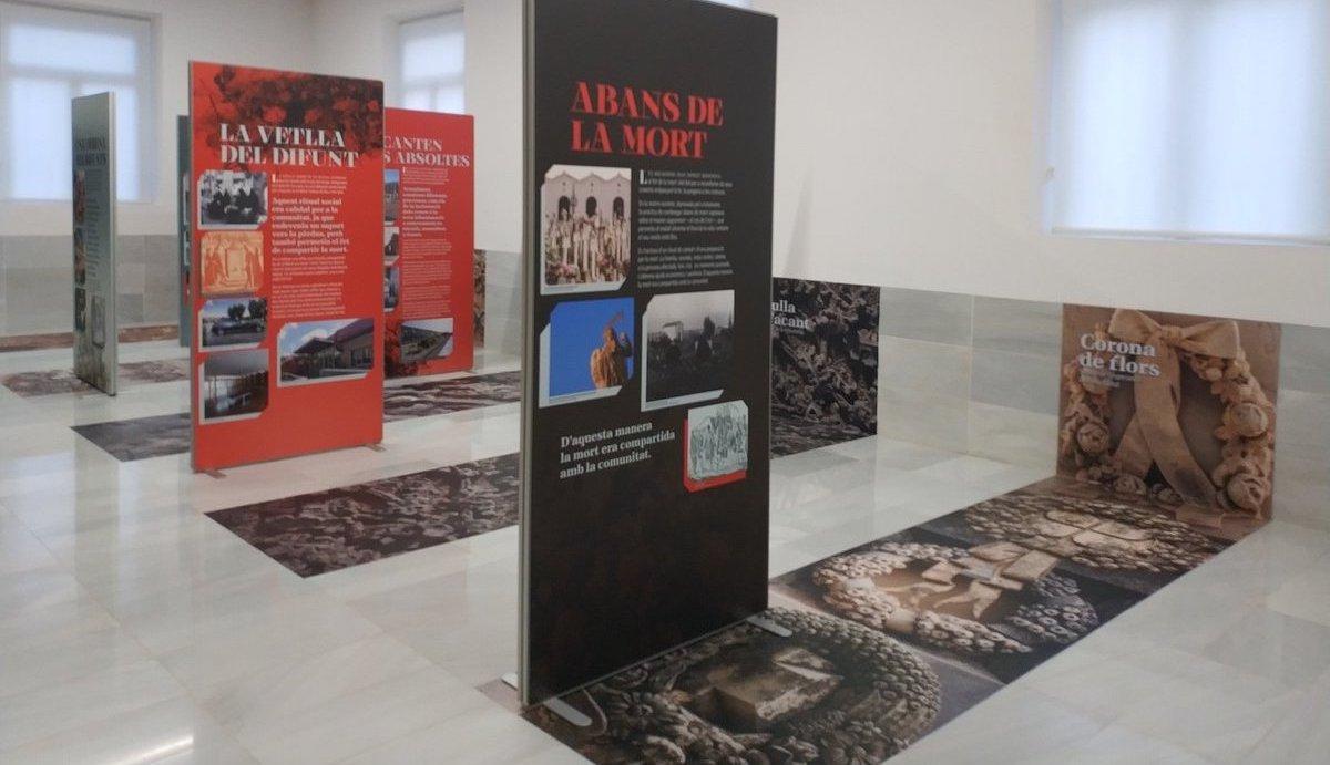 Esquelas.es | [VER VÍDEO] El Cementerio de Reus abre la exposición 'La Mort Viscuda', una reflexión sobre el paso del tiempo