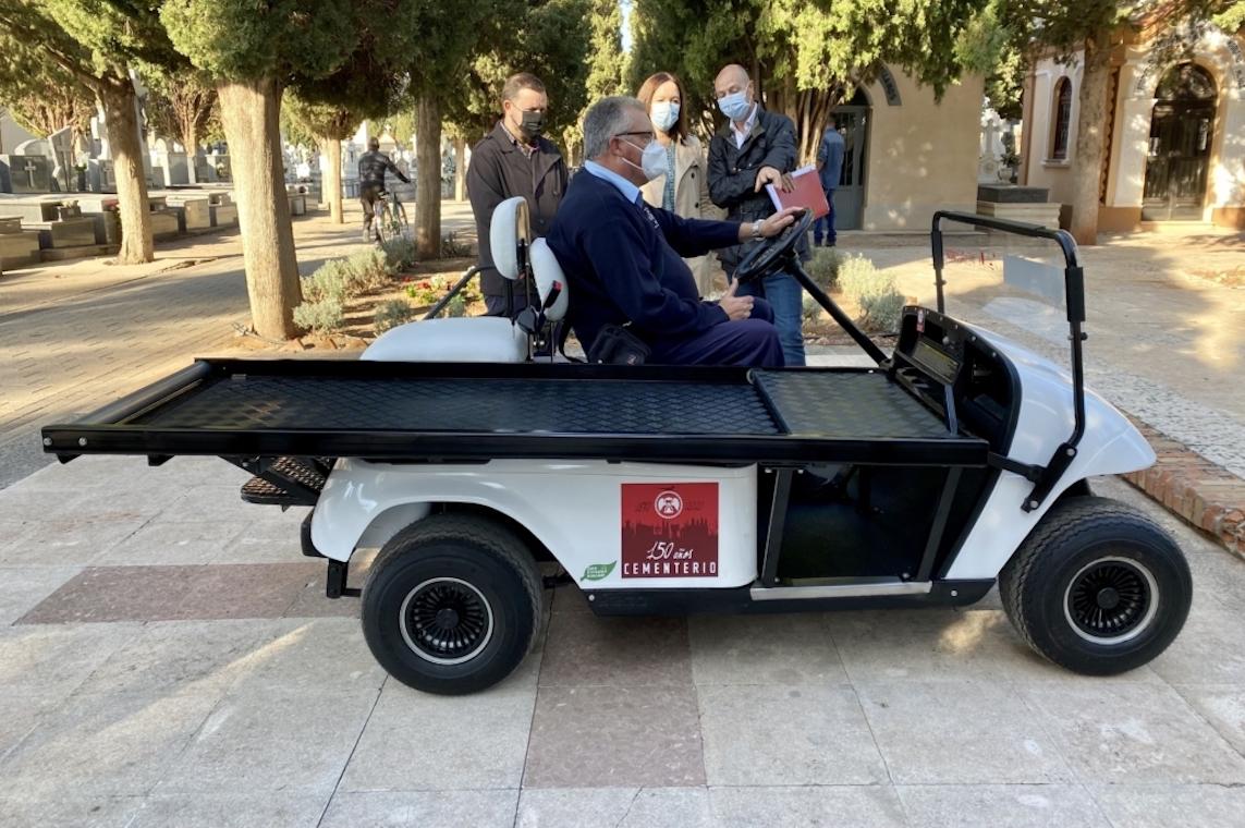 Esquelas.es   El Ayuntamiento de Alcázar de San Juan compra un vehículo portaféretros para el cementerio