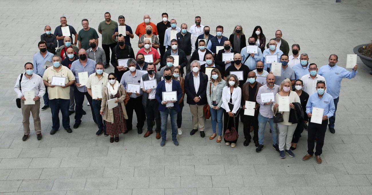 Esquelas.es   150 taxistas de Barcelona superan el curso en acompañamiento funerario de SOS Taxi y Mémora